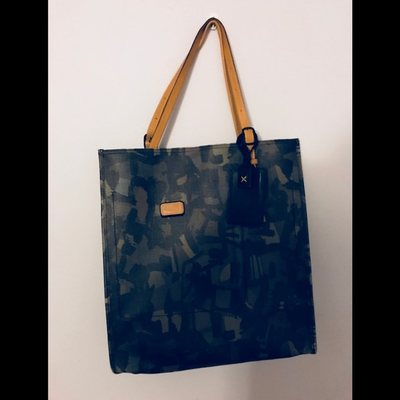 Tumi Camo leather Tote Bag. M 5a8caba6331627772a2c8ec7 8d626971e0